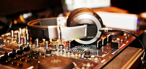 25 Tips On How To Be A Professional DJ